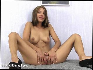 Sexy Brunette Squirting